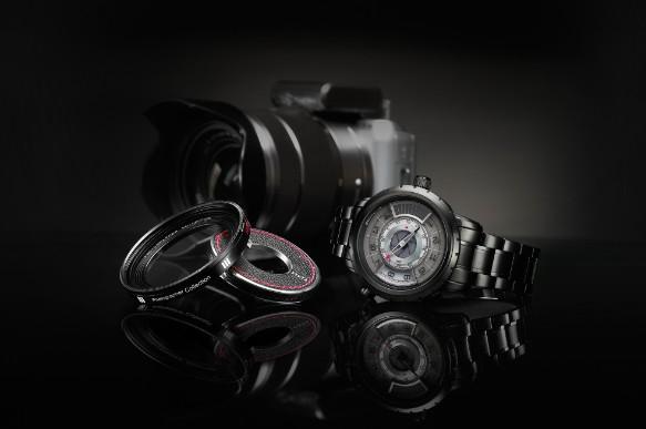 除此枚腕表外,摄影师系列2014限量款,黑白灰经典搭配,点缀红色,亦