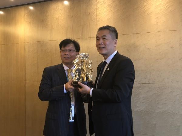 在大家的祝贺中,新任主席林伟雄先生表示,非常荣幸被轮选为本届图片